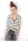 pull-cosy-col-v-profond-et-manches-lacees-raye