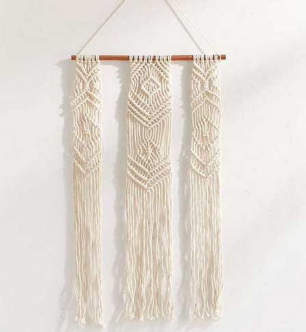 https://www.urbanoutfitters.com/fr-fr/shop/fallon-macrame-small-wall-hanging?category=SEARCHRESULTS&color=011