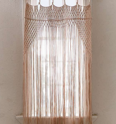 https://www.urbanoutfitters.com/fr-fr/shop/lyra-rose-macrame-portal?category=SEARCHRESULTS&color=012