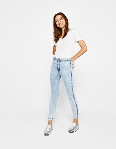 https://www.bershka.com/fr/femme/v%C3%AAtements/jegging-basique-high-waist-c1010223501p101172697.html?colorId=105