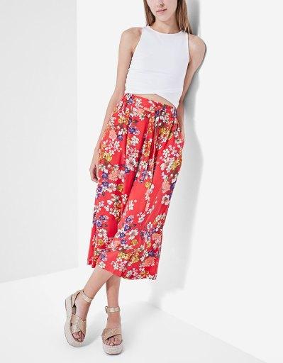 https://www.stradivarius.com/be/femme/v%C3%AAtements/pantalons/afficher-tout/jupe-culotte-fluide-imprim%C3%A9e-c1718516p300327611.html?colorId=101