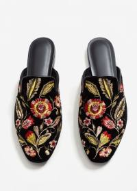 http://shop.mango.com/be/femme/chaussures-mocassins/mocassins-en-velours-brodes_13033020.html?c=99&n=1&s=search