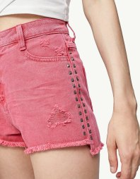https://www.stradivarius.com/be/femme/v%C3%AAtements/shorts/short-serge-clous-c1390586p300311158.html?colorId=100