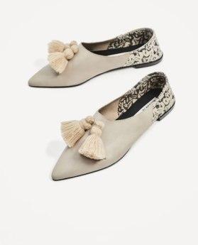https://www.zara.com/fr/fr/femme/chaussures/chaussures-plates/chaussures-plates-en-cuir-avec-pompons-c269196p4894631.html/2398269800_1_1_1.jpg?ts=1502434874928
