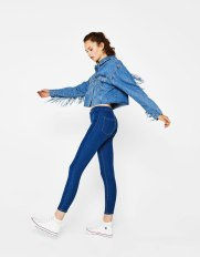 https://www.bershka.com/fr/femme/v%C3%AAtements/jegging-denim-c1010223501p101096144.html?colorId=400