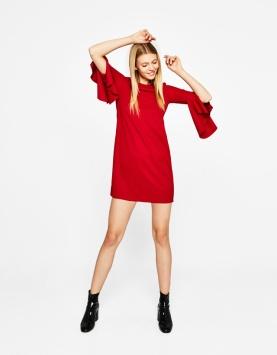 https://www.bershka.com/fr/femme/v%C3%AAtements/robes/robe-courte-manches-volants-c1010193213p101193509.html?colorId=600