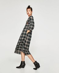 https://www.zara.com/be/fr/trf/robes/tout-voir/robe-longue-%C3%A0-carreaux-c965503p4802533.html