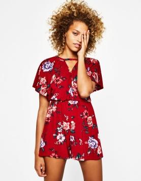 https://www.bershka.com/fr/femme/v%C3%AAtements/robes/combishort-choker-fleurs-c1010193213p101201017.html?colorId=600