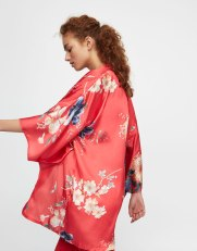 https://www.pullandbear.com/be/kimono-imprim%C3%A9-fleurs-c0p500347031.html?search=rouge&page=1#600