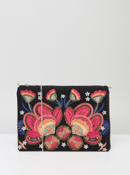 http://www.asos.fr/boohoo/boohoo-pochette-a-broderie-florale/prd/8096478/?clr=noir&SearchQuery=broderie&pgesize=36&pge=0&totalstyles=763&gridsize=3&gridrow=4&gridcolumn=2