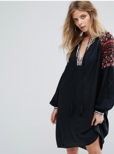 http://www.asos.fr/yas/yas-robe-avec-broderies/prd/8288092?clr=noir&SearchQuery=broderie&pgesize=36&pge=0&totalstyles=761&gridsize=3&gridrow=12&gridcolumn=1