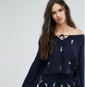 http://www.asos.fr/missguided/missguided-ensemble-short-et-top-bardot-a-broderies-ananas/grp/16424?clr=navy&SearchQuery=broderie&pgesize=36&pge=2&totalstyles=625&gridsize=3&gridrow=5&gridcolumn=3