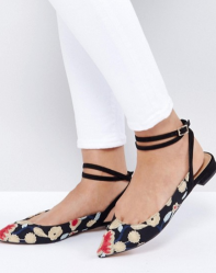 http://www.asos.fr/asos/asos-lolita-ballerines-brodees/prd/7726737?clr=broderie&SearchQuery=broderie&pgesize=36&pge=2&totalstyles=625&gridsize=3&gridrow=12&gridcolumn=3