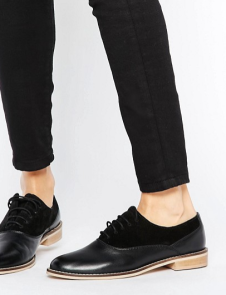 http://www.asos.fr/asos/asos-make-it-up-chaussures-richelieu-en-cuir/prd/7036037?clr=noir&SearchQuery=cuir&pgesize=36&pge=6&totalstyles=3129&gridsize=3&gridrow=1&gridcolumn=1