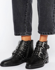 http://www.asos.fr/asos/asos-asher-bottines-en-cuir-cloutees/prd/7866004?clr=noir&SearchQuery=cuir&pgesize=36&pge=16&totalstyles=3135&gridsize=3&gridrow=8&gridcolumn=3