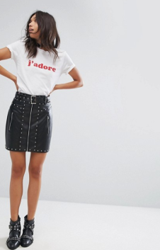 http://www.asos.fr/prettylittlething/prettylittlething-jupe-a-detail-cloute-en-similicuir/prd/8547201?clr=noir&SearchQuery=cuir&pgesize=36&pge=16&totalstyles=3135&gridsize=3&gridrow=12&gridcolumn=3