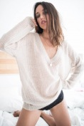 https://prettywire.fr/pulls-gilets-doudou/2994722-pull-soft-col-v-mohair-beige.html