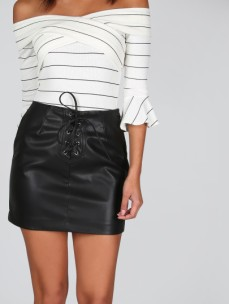 http://fr.shein.com/Faux-Leather-Lace-Up-Skirt-BLACK-p-341350-cat-1732.html