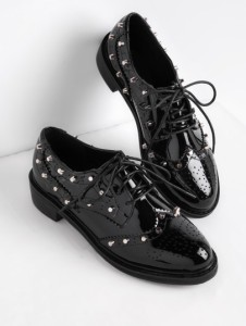 http://fr.shein.com/Studded-Detail-Patent-Leather-Lace-Up-Shoes-p-373722-cat-1881.html