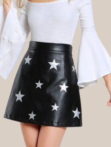http://fr.shein.com/Star-Patch-Faux-Leather-Skirt-p-378277-cat-1732.html