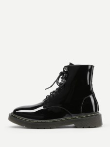 http://fr.shein.com/Lace-Up-Patent-Leather-Ankle-Boots-p-382372-cat-1748.html