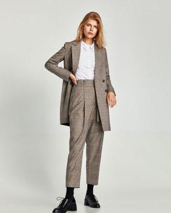 https://www.zara.com/be/fr/femme/pantalons/tout-voir/pantalon-taille-haute-%C3%A0-carreaux-c733898p4941508.html