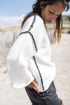 https://prettywire.fr/pulls-gilets-doudou/2994928-pull-loose-blanc-coutures-noires.html