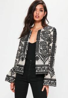 https://www.missguidedfr.fr/veste-nude-a-broderies-collection-premium