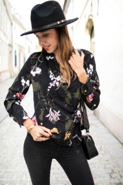 https://prettywire.fr/blouses/2995382-blouse-kimono-a-fleurs-kaki.html