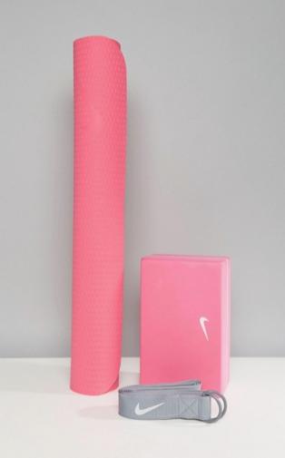 http://www.asos.fr/nike/nike-essential-kit-de-yoga/prd/8399838?clr=multi&SearchQuery=&cid=26091&pgesize=36&pge=2&totalstyles=975&gridsize=3&gridrow=11&gridcolumn=1