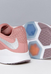 http://www.asos.fr/nike/nike-training-zoom-condition-baskets-rose/prd/7807591?clr=rose&SearchQuery=&cid=26091&pgesize=36&pge=0&totalstyles=72&gridsize=3&gridrow=8&gridcolumn=2#