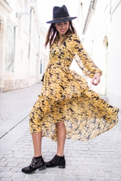 https://prettywire.fr/robes-et-bas/2995093-robe-longue-coquelicots-jaune.html