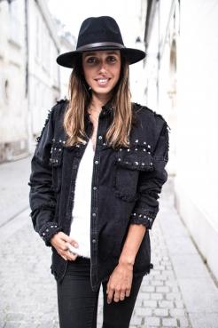https://prettywire.fr/vestes-et-manteaux/2995157-veste-en-jeans-cloutee-noire.html