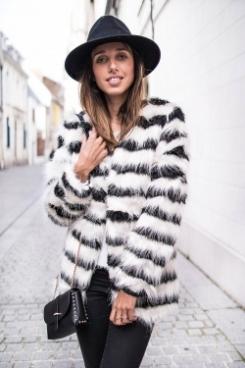 https://prettywire.fr/vestes-et-manteaux/2995120-veste-fausse-fourrure-rayee-noire-blanche.html