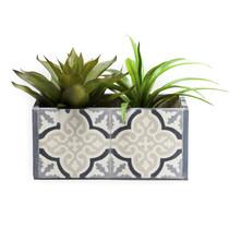 https://www.vente-exclusive.com/fr-BE/surdic-qs22172#/d/pot-a-fleurs-gris-beige/5040935