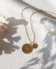 https://www.emoi-emoi.com/la-medaille-petite-soeur-doree-a-l-or-fin-24-carats-20-mm-30740.html