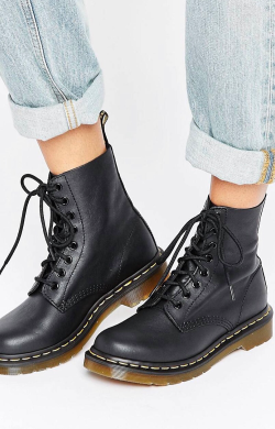 https://www.asos.fr/dr-martens/dr-martens-pascal-bottines-8-trous/prd/7342077?CTARef=Saved%20Items%20Image