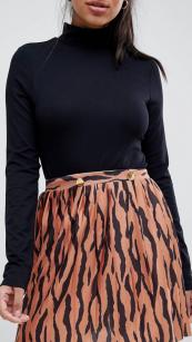 https://www.asos.fr/asos-design/asos-design-mini-jupe-plissee-a-imprime-tigre-avec-boutons-dores/prd/10521997?CTARef=Saved%20Items%20Image